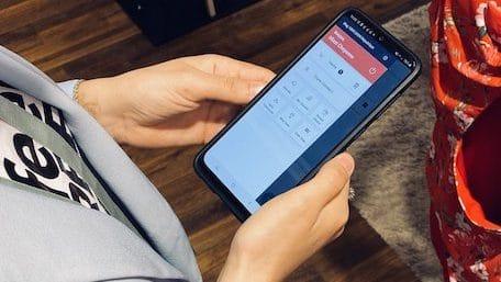 Etam lance un nouveau service de paiement par sms en magasin